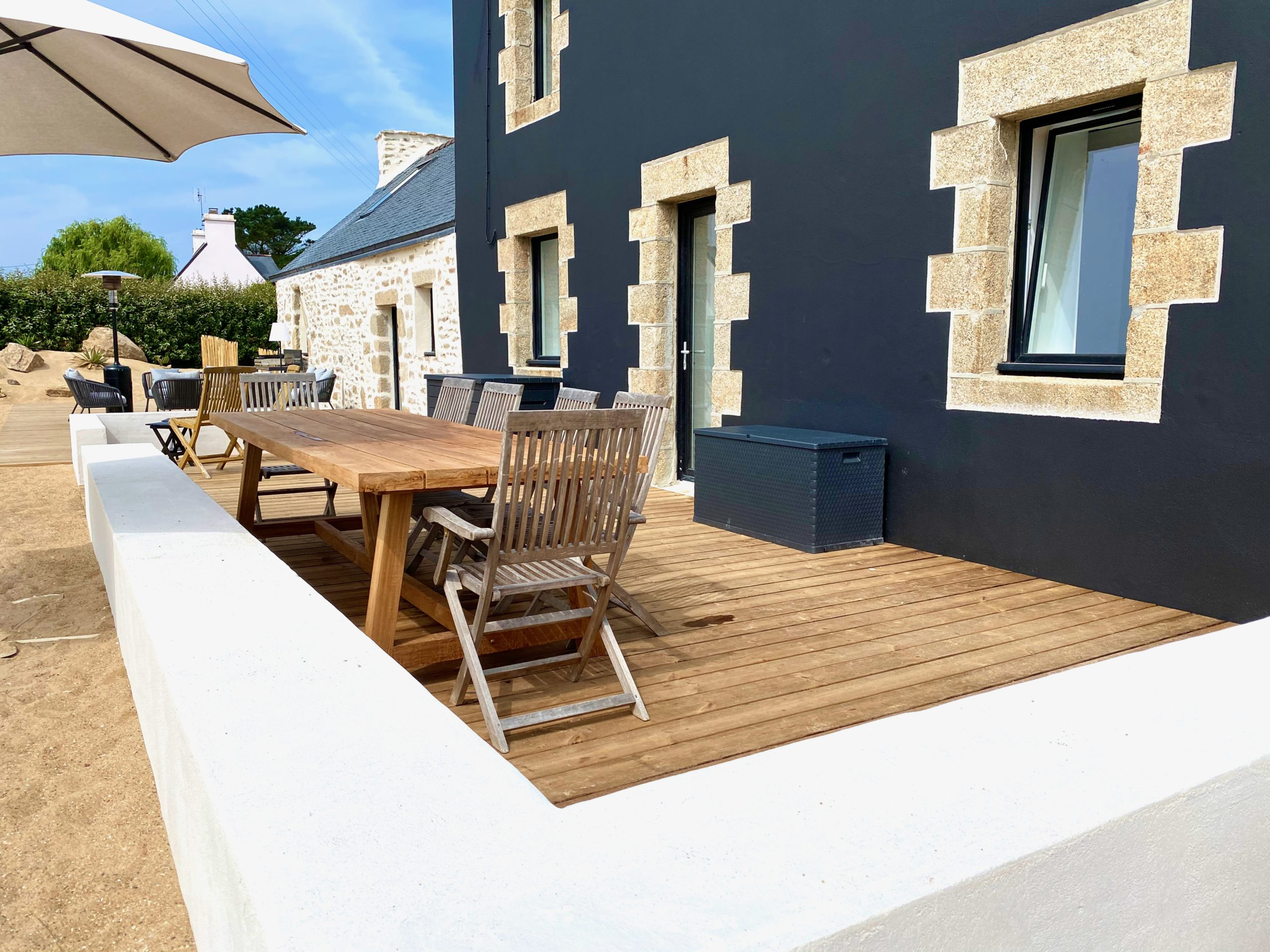 Large terrace with dining table for 10 to 12 people