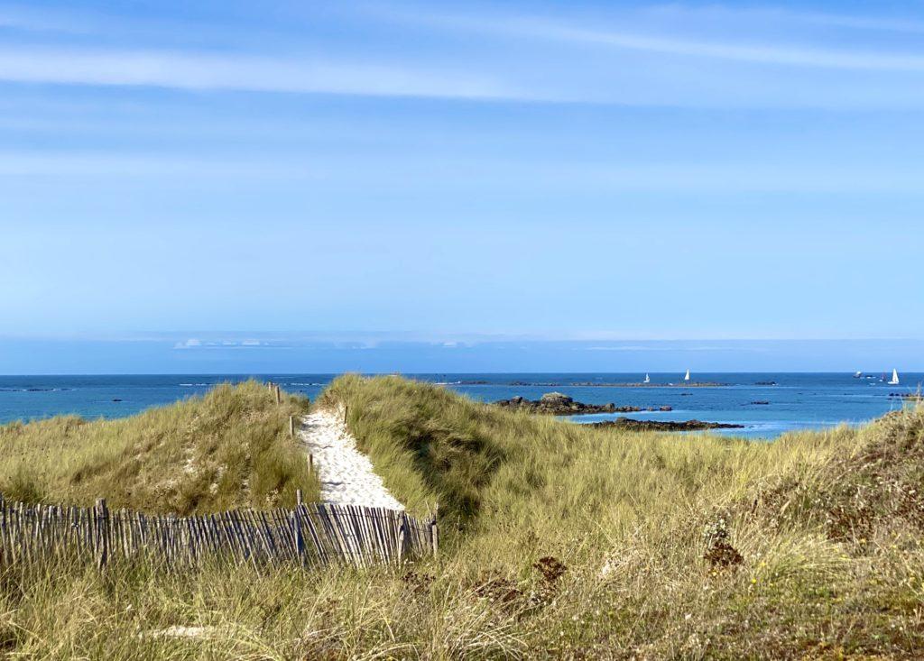Louer une maison dans le Finistère - location maison Aber Wrach - maison avec piscine - maison avec piscine et vue mer - La Presqu'île de Sainte Marguerite, le Fort Cézon, l'Aber Wrac'h, la phare de l'Île Vierge, autant de découvertes à proximité de la Cabane des Dunes